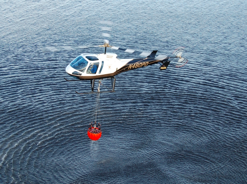 enstrom-480b-carrying-water